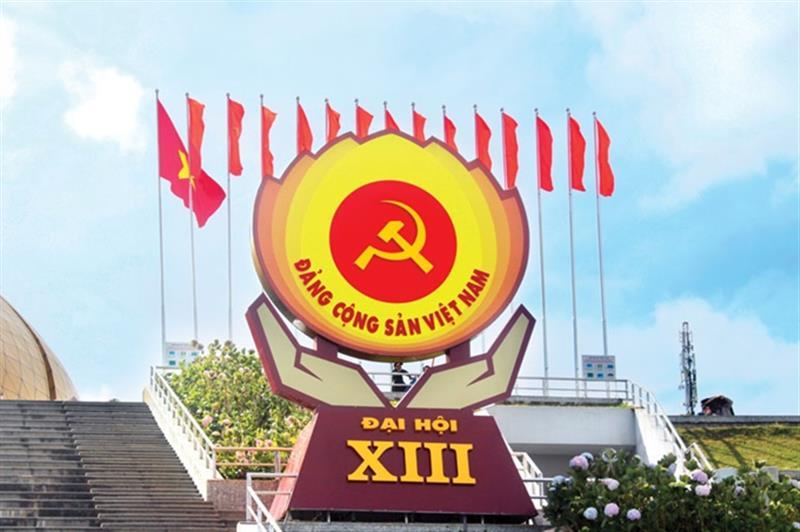 Pano lớn tuyên truyền Đại hội đại biểu toàn quốc lần thứ XIII của Đảng tại Quảng trường Lâm Viên, thành phố Đà Lạt, Lâm Đồng (Ảnh: Đức Tú)