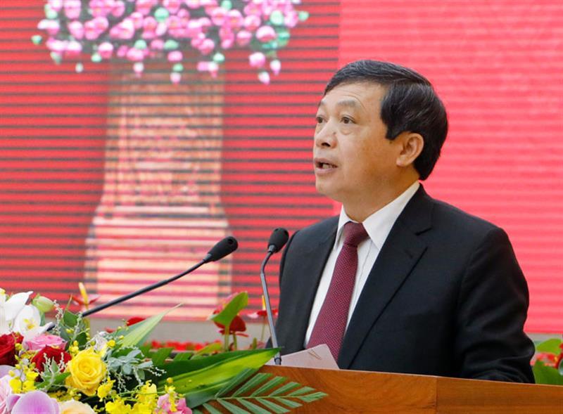 Chủ tịch UBND tỉnh Lâm Đồng Đoàn Văn Việt báo cáo tình hình thực hiện kế hoạch kinh tế xã hội