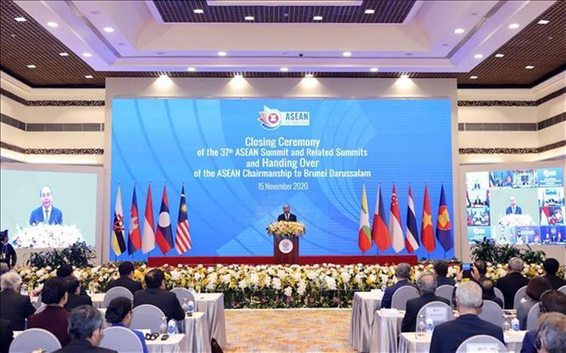 Thủ tướng Nguyễn Xuân Phúc, Chủ tịch ASEAN 2020, phát biểu bế mạc Hội nghị Cấp cao ASEAN 37 và các Hội nghị Cấp cao liên quan. Ảnh: Thống Nhất/TTXVN