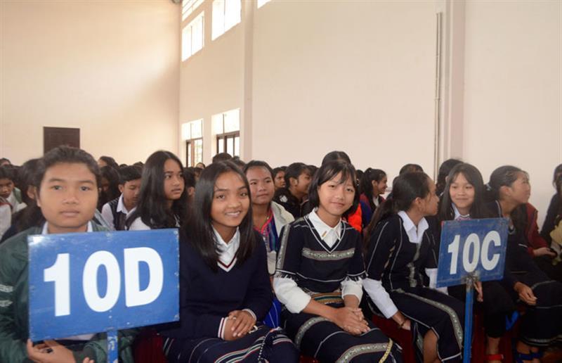 Niềm vui của học sinh khối 10 khi được học tại Trường PT DTNT THPT tỉnh Lâm Đồng. Ảnh: TUẤN HƯƠNG