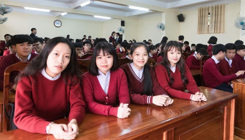 Học sinh Trường chuyên Thăng Long vui mừng, phấn khởi tham dự ngày lễ khai giảng với nhiều hoạt động đánh dấu năm học mới 2019 - 2020. Ảnh: NGUYÊN THI