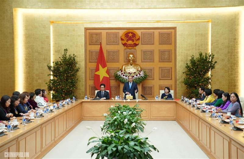 Thủ tướng mong muốn các nữ doanh nhân tiếp tục vươn lên, đóng góp vào sự phát triển của đất nước. Ảnh: VGP/Quang Hiếu