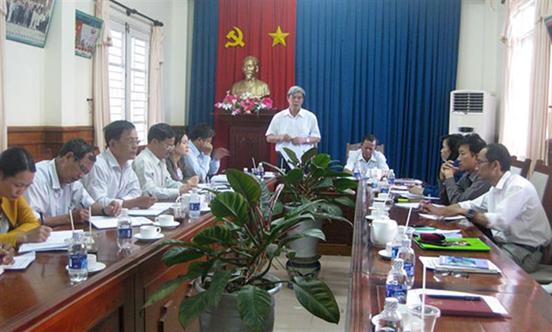 Đoàn công tác của Tỉnh ủy kiểm tra công tác tại Đảng bộ huyện Đam Rông. Ảnh T.D.H